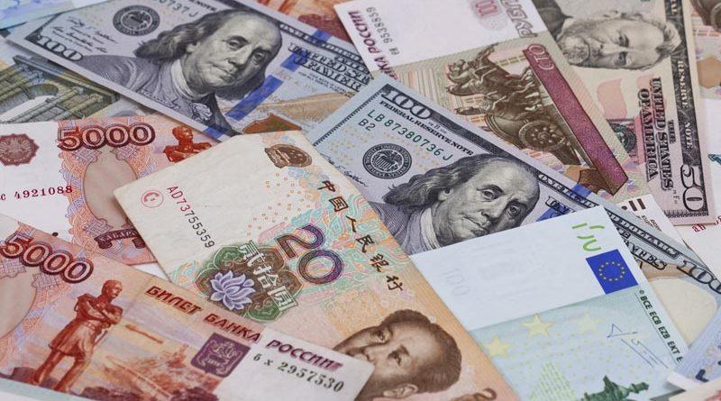 Центральный банк отметил снижение спроса на доллар в Казани на 27%
