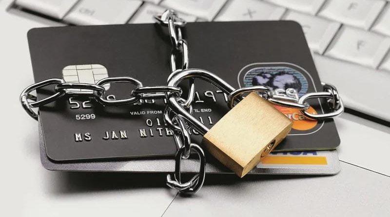 Почему могут заблокировать банковскую карту?